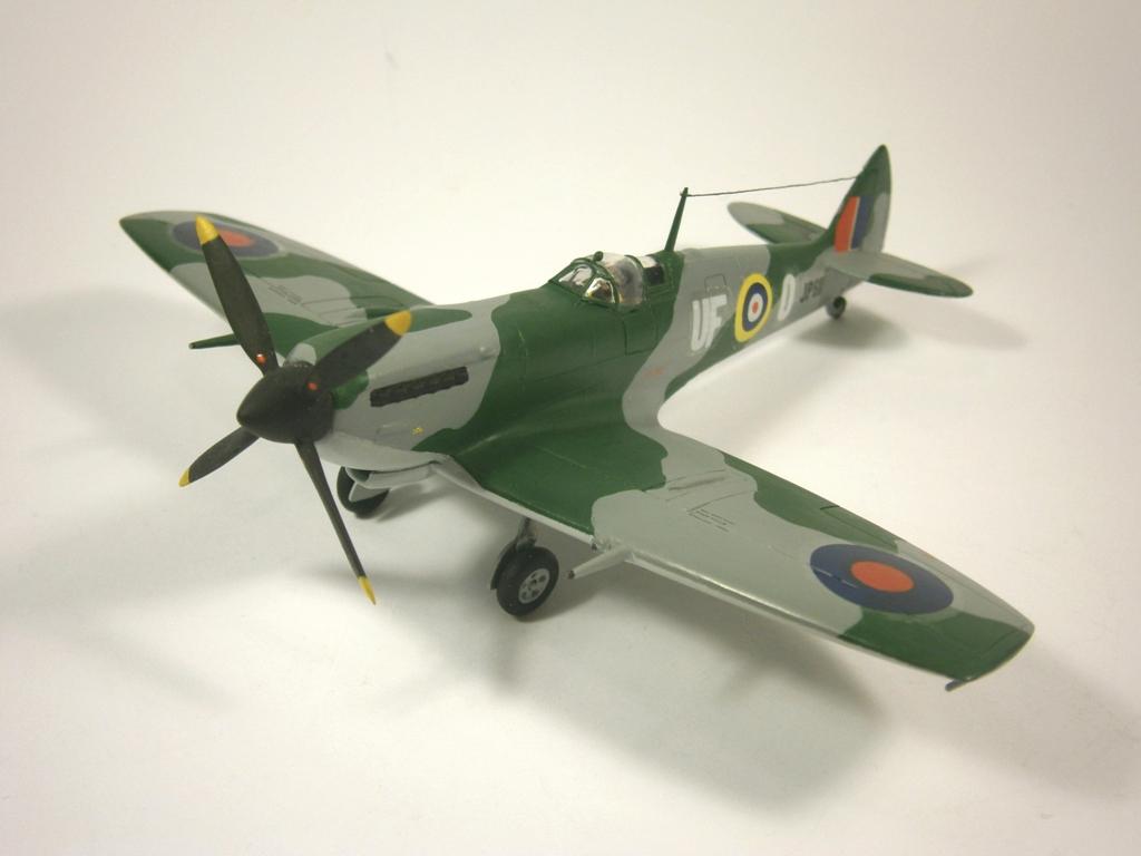 Обои Spitfire Mk.XVI, Packard Merlin 266, Royal Air Force, истребитель - бомбардировщик, американский двигатель, с каплевидным фонарём. Авиация foto 11