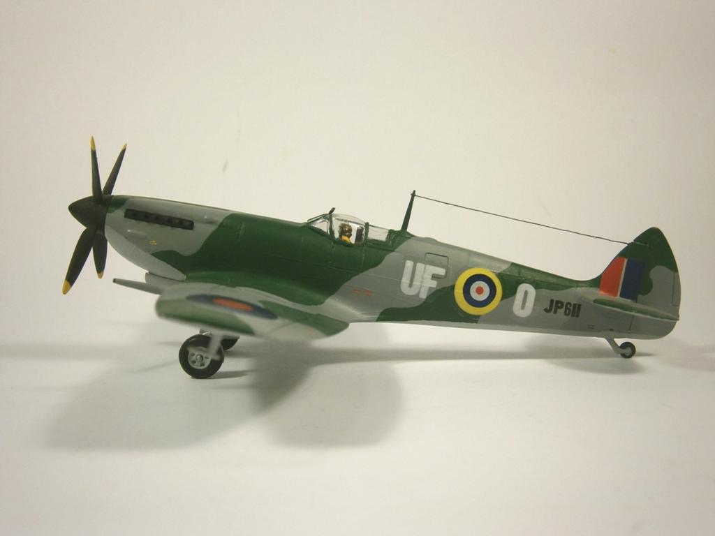 Обои Spitfire Mk.XVI, Packard Merlin 266, Royal Air Force, истребитель - бомбардировщик, американский двигатель, с каплевидным фонарём. Авиация foto 18