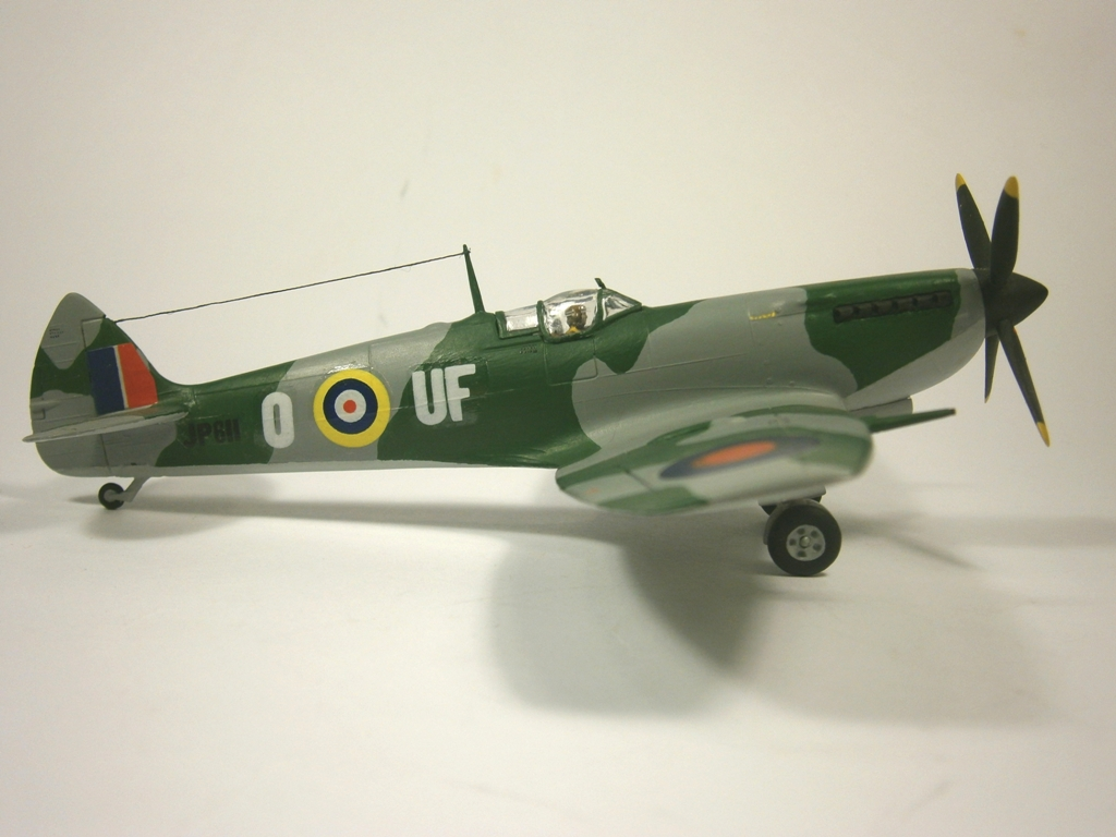Обои Spitfire Mk.XVI, Packard Merlin 266, Royal Air Force, истребитель - бомбардировщик, американский двигатель, с каплевидным фонарём. Авиация foto 10