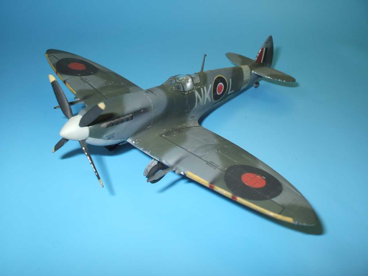 Обои Spitfire Mk.XVI, Packard Merlin 266, Royal Air Force, истребитель - бомбардировщик, американский двигатель, с каплевидным фонарём. Авиация foto 17