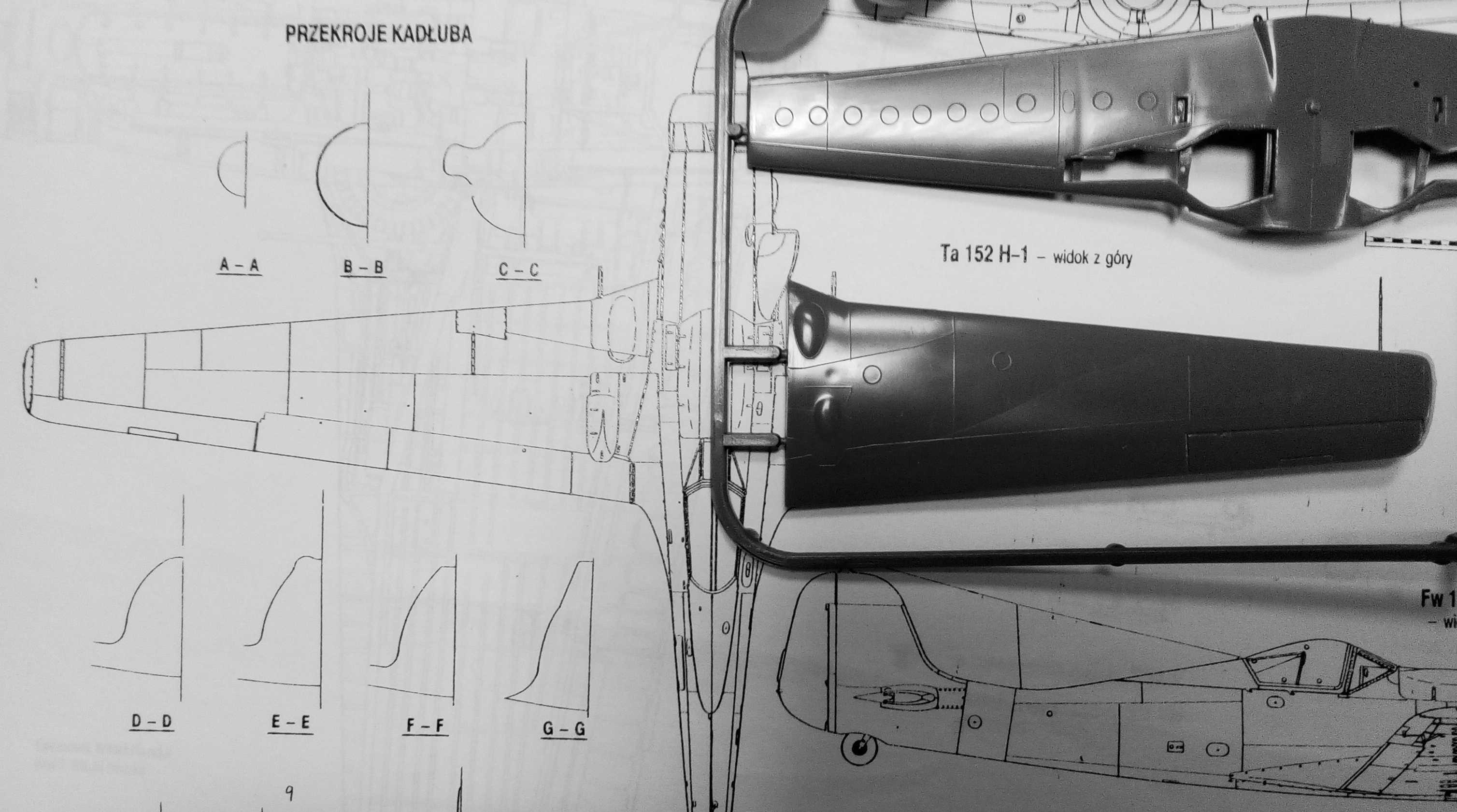 """Сравнение правой половины фюзеляжа модели Ta-152H от FROG с чертежами из  монографии """"Fw 190 D   Ta152"""" (""""Monografie Lotnicze 21"""", Marian Krzyzan). cdff73f5ea8"""